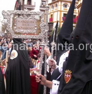 Insignias de la Semana Santa de Sevilla